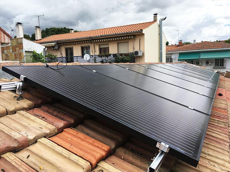 Instalación de panales solares en cubierta